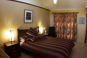 Forest Walks Lodge - queen bedroom with an extra single bed, private patio, ensuite bacthroom, deep bath and shower