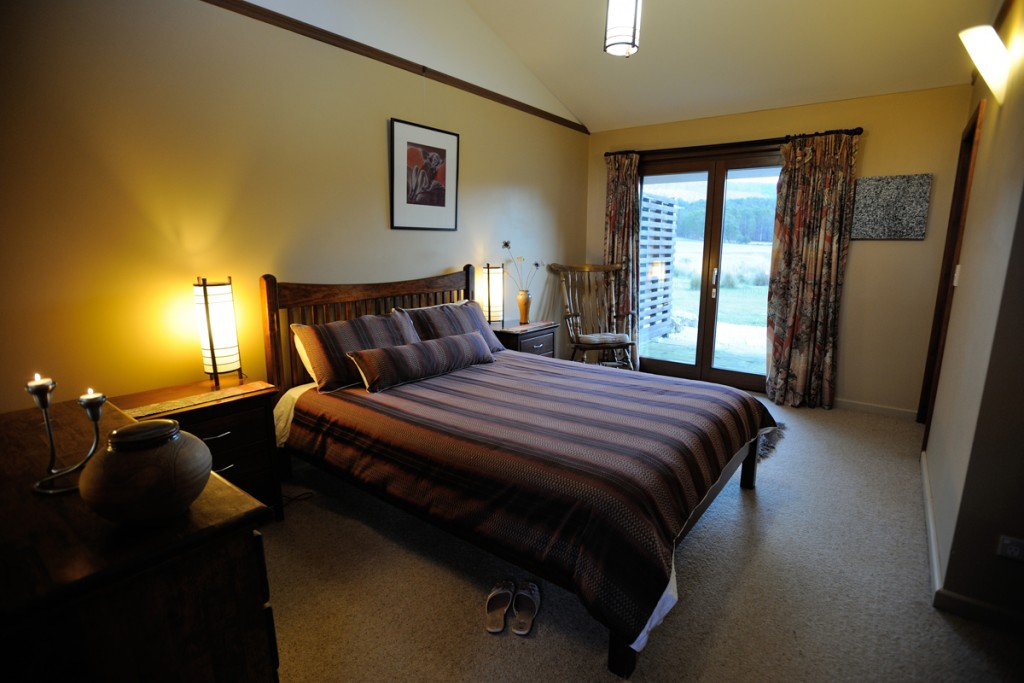 Forest Walks Lodge - deloraine accommodation, queen room with ensuite, Great Western tiers, Tasmanian bed and breakfast accommodation