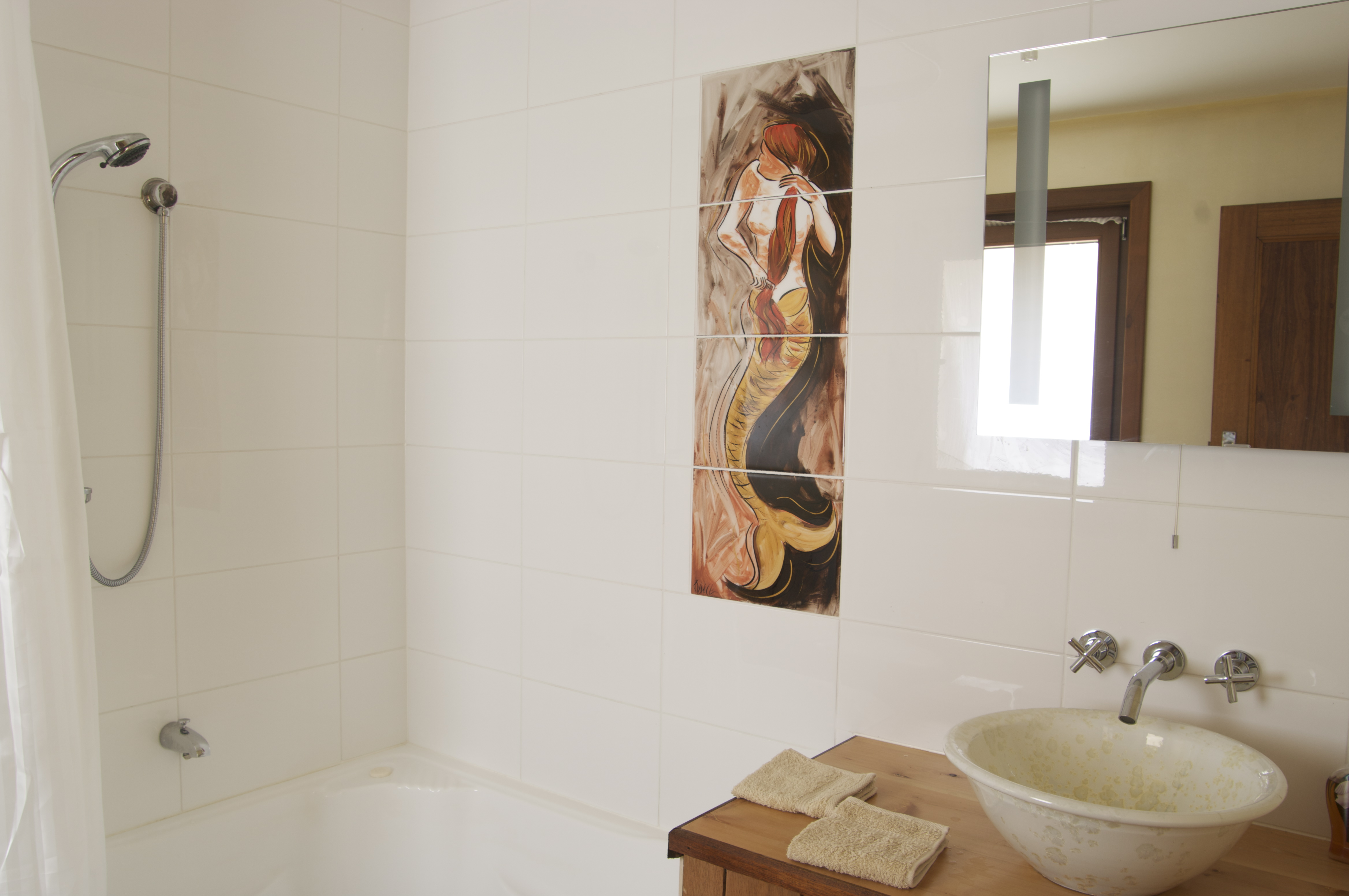 Forest Walks Lodge - oroginal artwork is featured throughout the house, examples of eco princilpes and local design.